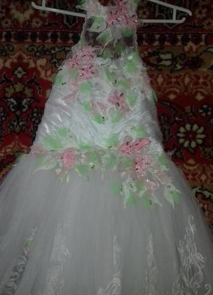 Выпускное нарядное платье на 6-10 лет.