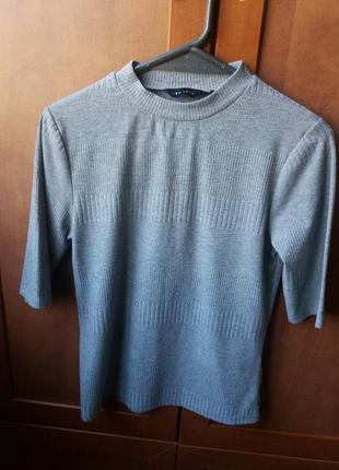 Серый пуловер с красивой полоской1 фото