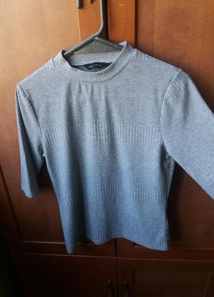 Серый пуловер с красивой полоской2 фото