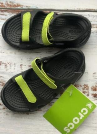 Босоножки черные крокс (crocs)