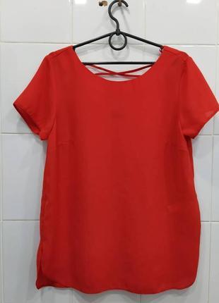 Красивая блуза с переплетом на спинке