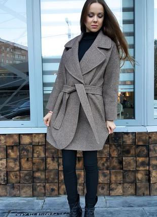 Твидовое пальто стиля оверсайз с отложным воротником