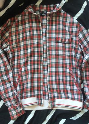 Легкая куртка как бомбер fredperry original