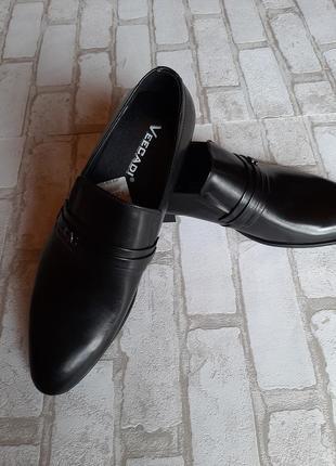Кожаные мужские туфли без шнурков