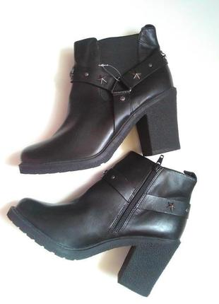 Новые добротные кожаные ботинки на широком каблуку натуральная кожа рр 40,5-41