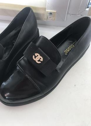 Лоферы       модные деловые модельные туфли с острым носком.