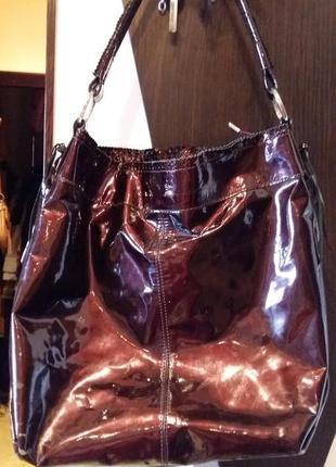 Продам итальянскую лаковую сумку