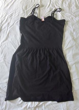 Летнее платье-сарафан на брителях с актуальной вышивкой на груди