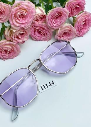 Очки с фиолетовыми линзами