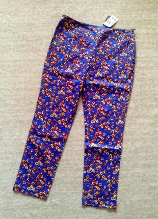 40р. васильковые цветочные зауженные брюки, хлопок со стрейчем