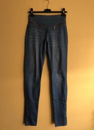 Зауженные джинсы с молнией сзади