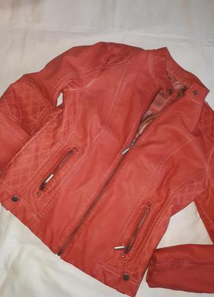 Курточка стильная  красная р.40 rino