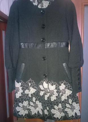 Пальто женское nui very 46 размер
