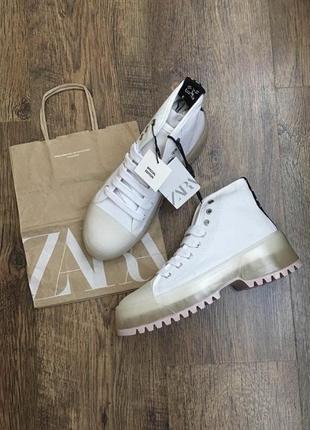 Кроссовки , ботинки zara