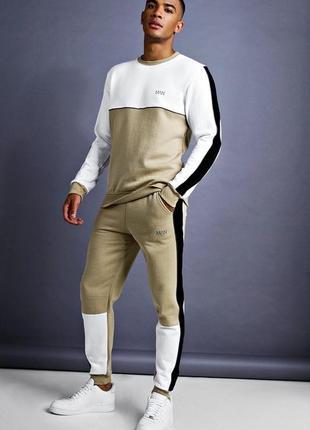 Комфортный спортивный костюм для прогулок