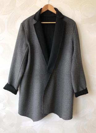 Крутое пальто прямого покроя