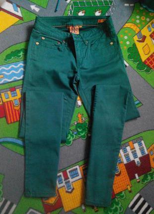 Очень красвые джинсы насищеного изумрудного цвета рр хс