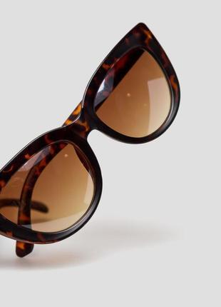 Солнцезащитные очки форма оправы кошачий глаз