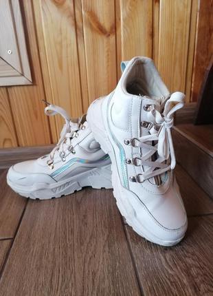 Высокие весенние кроссовки