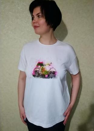 #розвантажуюсь белая футболка с нашивкой