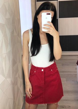 Ярко-красная юбка трапеция джинсовая от topshop
