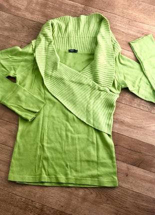 Стильный зеленый свитер