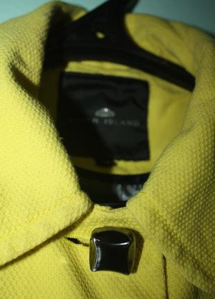 Яскраве пальто (плащик)від river island m/l