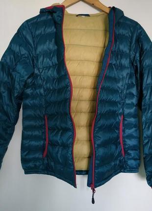Яркая пуховая куртка с капюшоном ultra light двухцветная, must have / м/topvalu/япония2 фото
