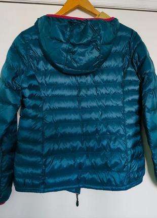 Яркая пуховая куртка с капюшоном ultra light двухцветная, must have / м/topvalu/япония3 фото