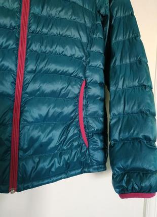 Яркая пуховая куртка с капюшоном ultra light двухцветная, must have / м/topvalu/япония5 фото