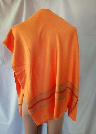 Большой платок, шаль известного бренда