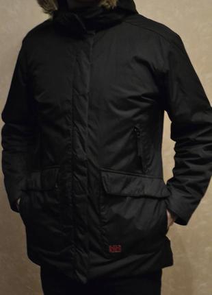 Класна чорна куртка, парка helly hansen
