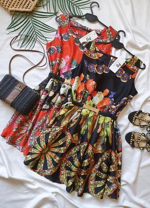 Крутое летнее яркое платье с принтом и поясом
