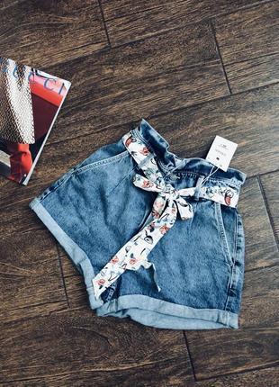 Очень стильные джинсовые шорты с высокой посадкой и красивым поясом