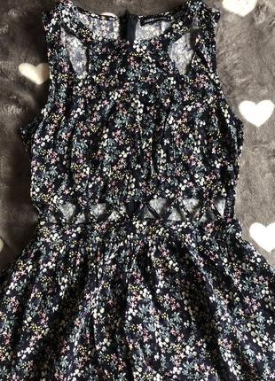 Платье в цветочек/цветочный принт