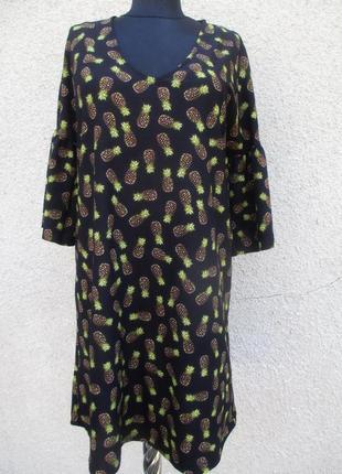 Платье в принт ананасов