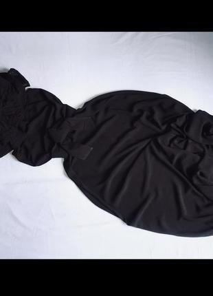 Платье макси с воланами на плечах