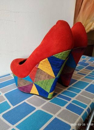 Красные туфли танкетка