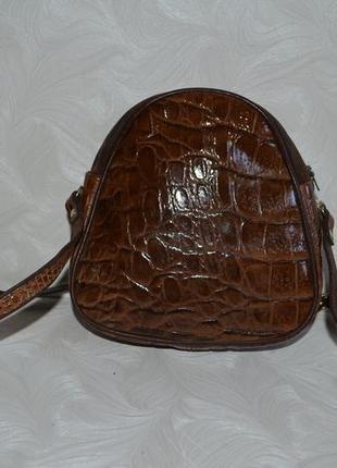 Лаковая кожаная сумка кросс боди