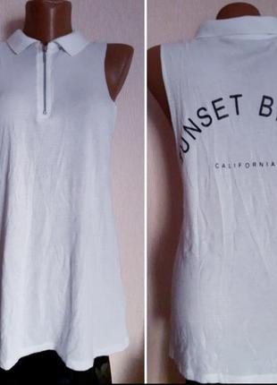 Лёгкая футболка без рукавос с надписью на спине
