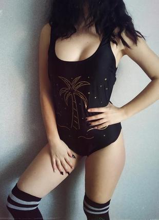 Актуальный сдельний черный купальник,с пальмой,открытая спина