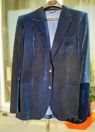 Нарядный бархатный пиджак.