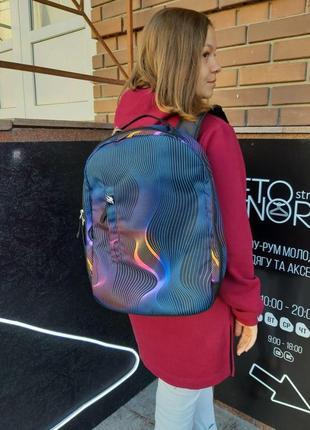 Городской черный рюкзак punch buzz stripes color с разноцветными волнами