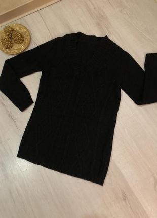 Стильный свитер черный