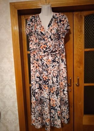 Платье  новое нарядное новое 50 размера
