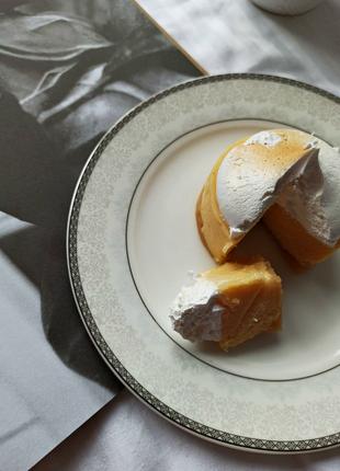 Неймовірна тендітна порцелянова тарілочка для десертів