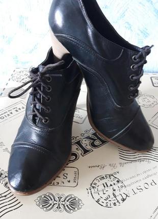 Туфли кожаные на шнурке на полиуритановой подошве