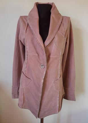 Трикотажный пиджак с декоративными пуговицами