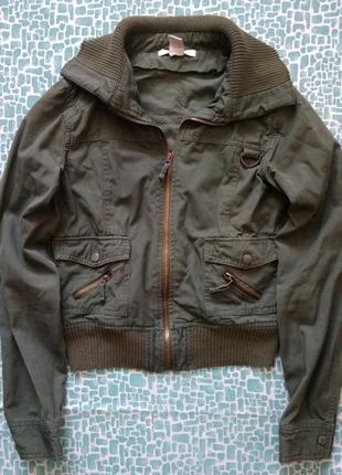 Джинсовая куртка с воротом цвета хаки