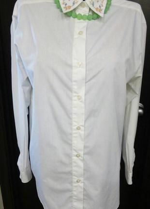 Белая блуза с вышивкой